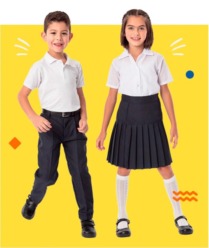 Composición de dos modelos infantiles: niño vistiendo pantalón escolar azul marino y camisa blanca, y niña vistiendo falda escolar azul marino y blusa blanca. Pulsa aquí para ver más uniformes escolares.