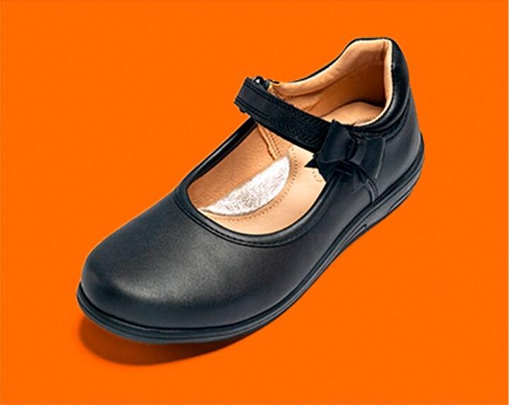 Zapato escolar para niña en color negro. Pulsa aquí para ver más zapatos infantiles.